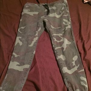 Camouflage bkc joggers size large fits like medium